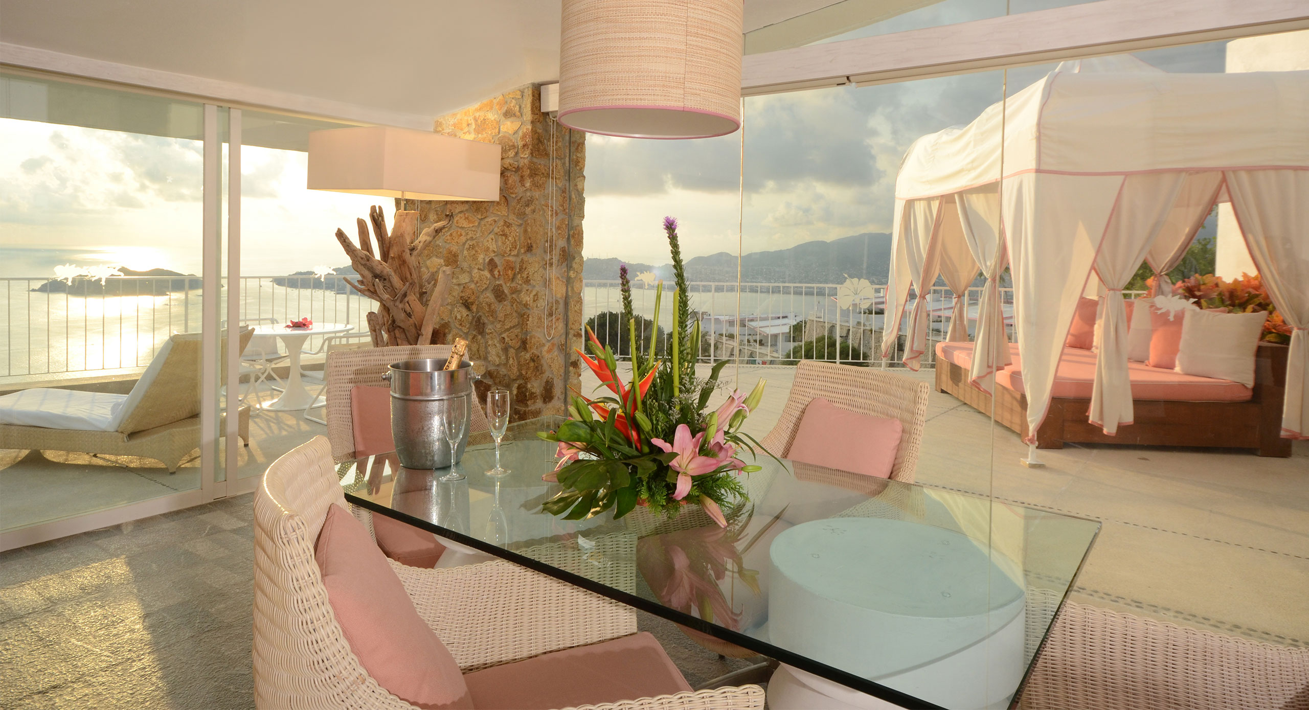 Las Brisas Acapulco La Roqueta Presidential Suite mesa