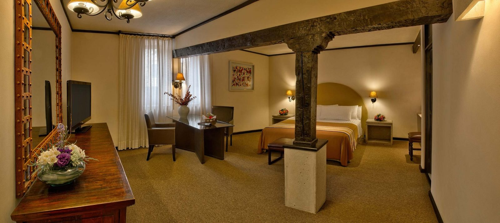 Junior suite bed Hotel Hacienda Jurica by Brisas Queretaro