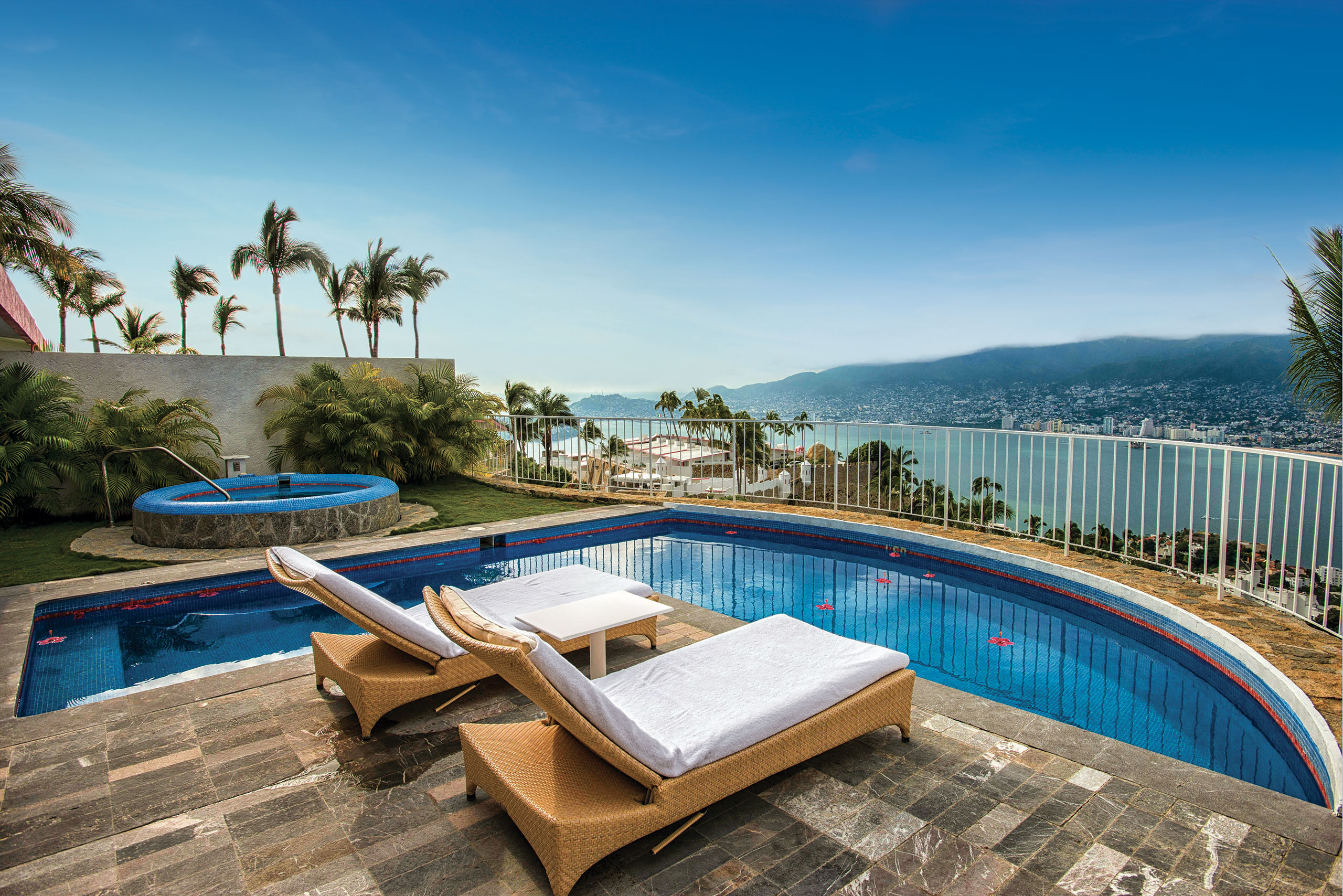 Hotel Las Brisas Acapulco Master Suite with Jacuzzi outdoor pool